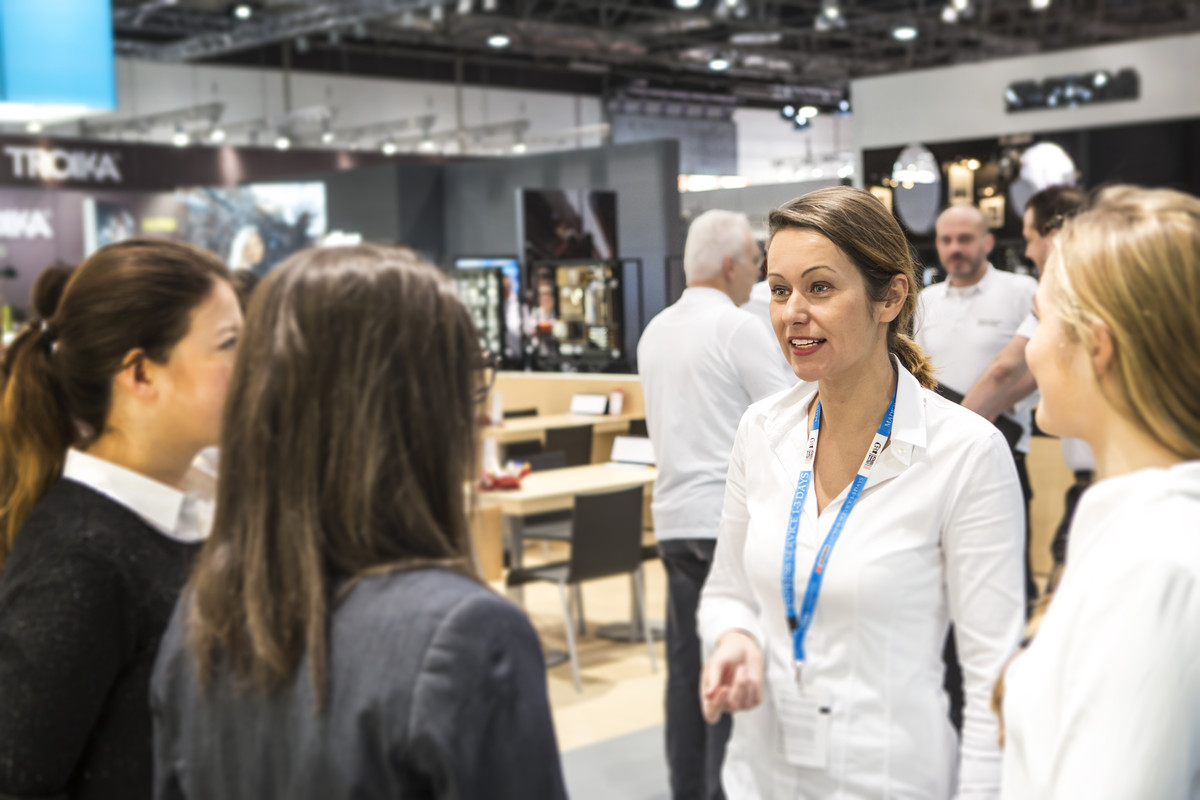 Messe & Konferenz - Catering, Messebau, Hostessen, Messehostessen, Eventmanagement | Köln & Düsseldorf